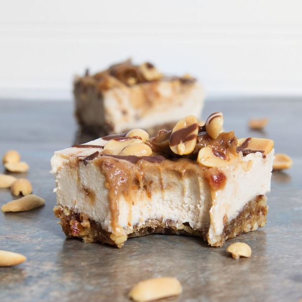 Vegan Snicker Cheesecake Bars